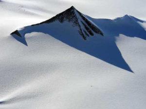 南極の人工ピラミッド